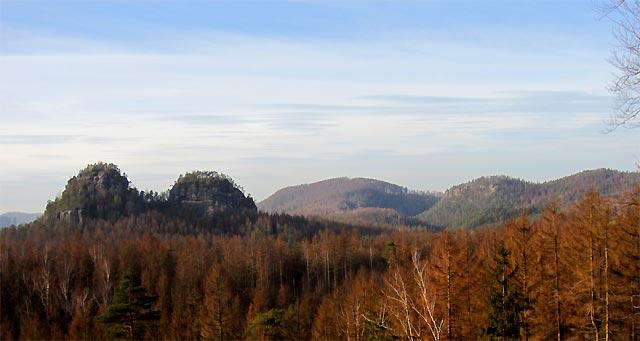 Blick vom Fuß des Rätselturms auf die Lorenzsteine