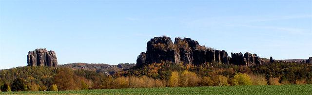 Falkenstein (links) und Schrammsteinkette