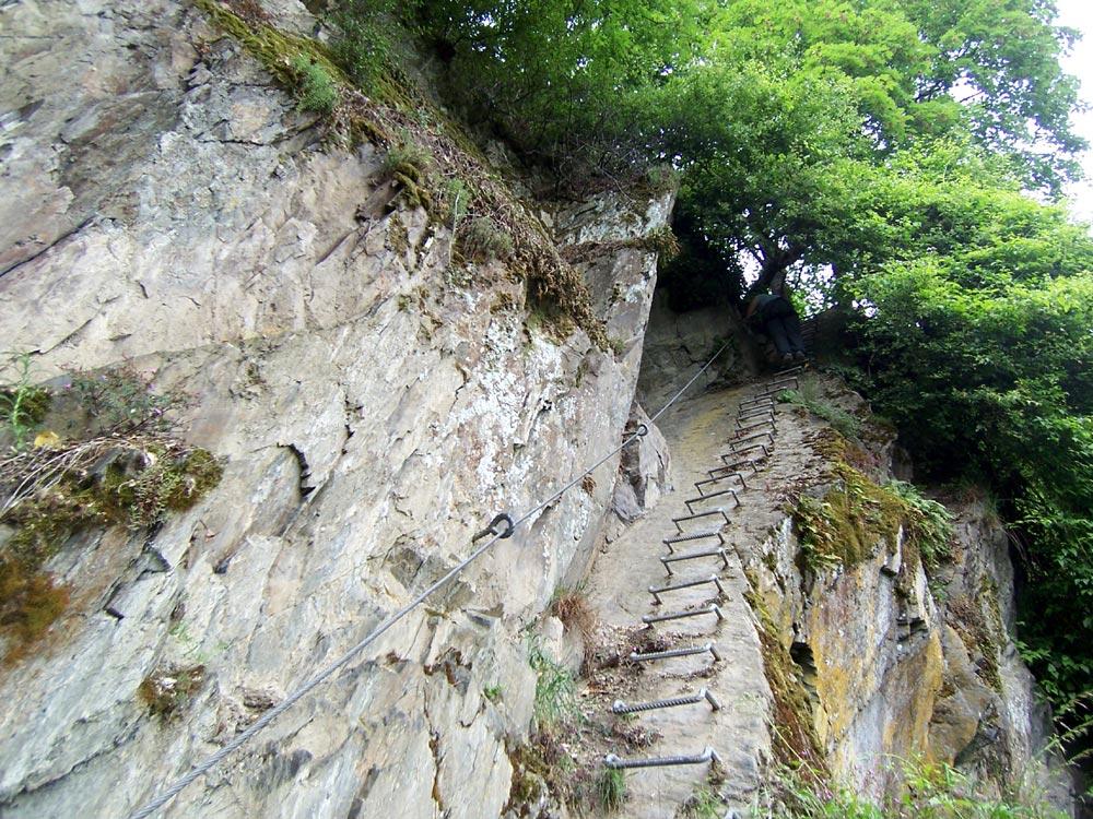 Klettersteig Boppard : Foto eisenbügel treppe im mittelrhein klettersteig boppard